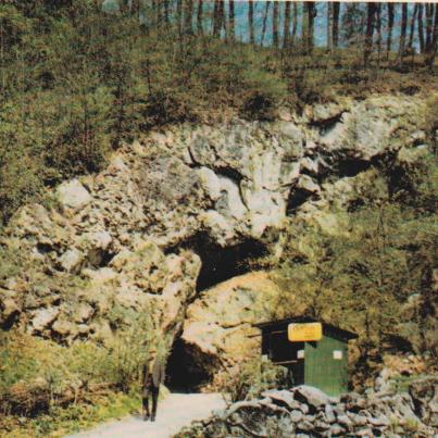 Hönnetal, Entrance to the Caves
